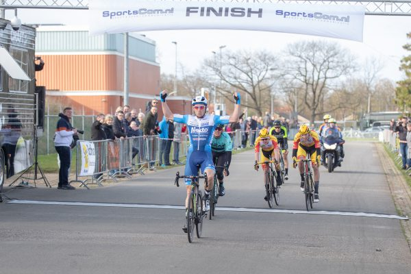 Coen Vermeltfoort winnaar Dorpenomloop Drenthe 2019